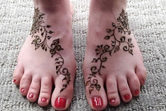 feet and legs henna image 11