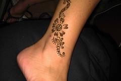 feet and legs henna image 13