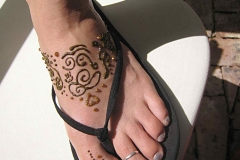 feet and legs henna image 14