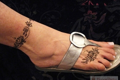 feet and legs henna image 17
