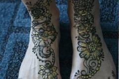 feet and legs henna image 2