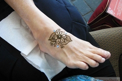 feet and legs henna image 20