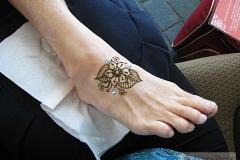 feet and legs henna image 20