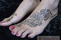 feet and legs henna image 27