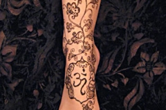 feet and legs henna image 3