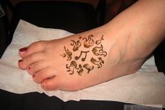 feet and legs henna image 31