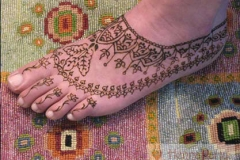 feet and legs henna image 33