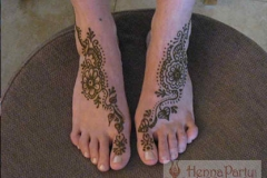 feet and legs henna image 34