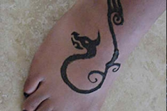 feet and legs henna image 37