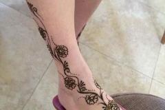 feet and legs henna image 4