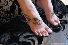 feet and legs henna image 6