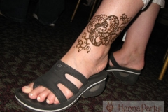 feet and legs henna image 8